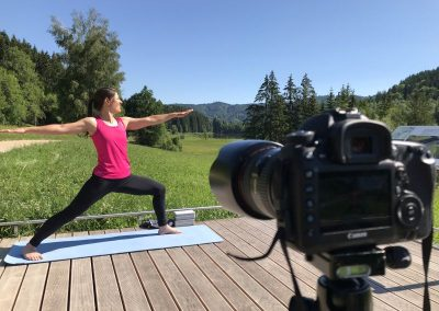 Personal Training mit Yoga-Video